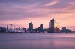 Hamburg mit Blick auf Elbphilharmonie