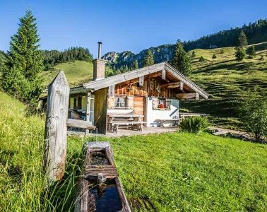 almhuette-alpen-urlaub