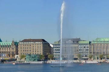 Weltstadt nah am Wasser mit vielen Freizeitmöglichkeiten.