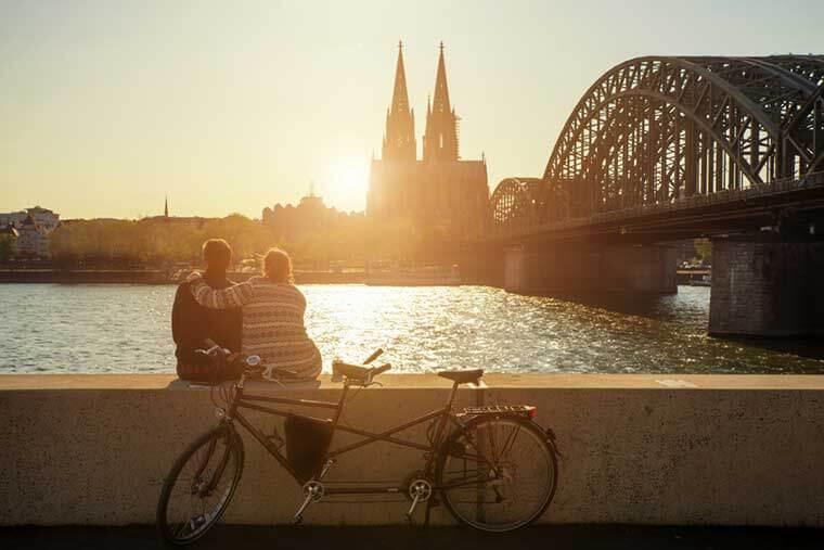 Rheinufer und Dom in Köln besichtigen