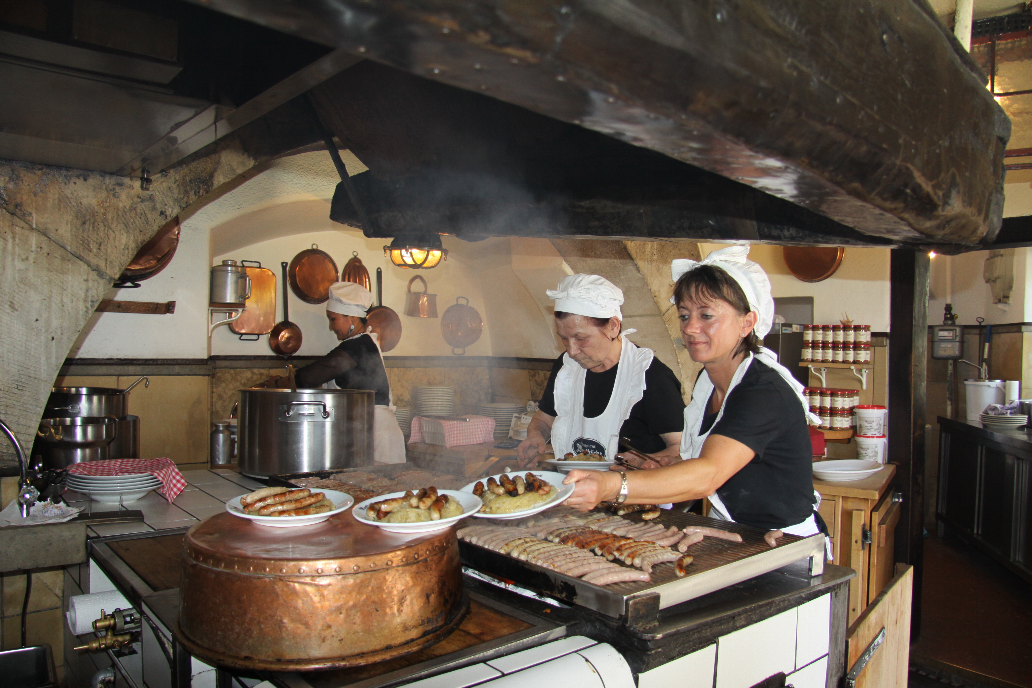 Bratwürstel auf Kraut – eine Spezialität in Bayern
