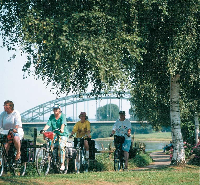 Auf dem Weser-Radweg bei Minden © InfoZentrale Weser-Radweg