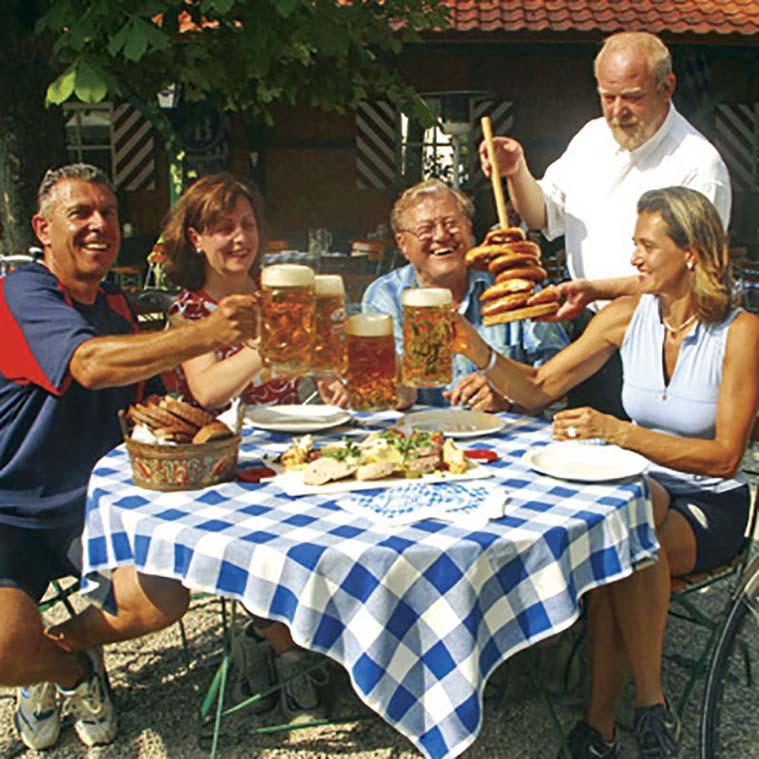 Touren-Stop im Biergarten © Foto: Tourist-Information Passauer Land