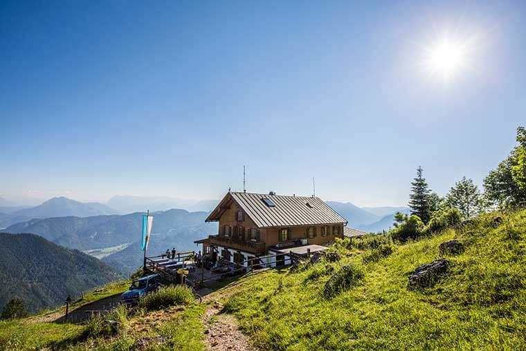 Berghütte mit Terrasse und Bewirtung ©Chiemgau Tourismus e.V.